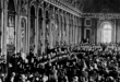 Treaty of Versailles Dignitaries gathering in the Hall of Mirrors at the Palace of Versailles, France, for the signing of the Treaty of Versailles, June 28, 1919. Encyclopædia Fuente:Britannica, Inc.