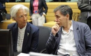 La directora gerente del FMI, Christine Lagarde, junto al ministro de Finanzas griego, Euclides Tsakalotos