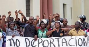 Haitianos y dominicanos de origen haitiano protestan en Santo Domingo.