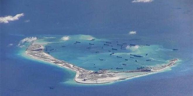 China construye una pista de aterrizaje en las disputadas islas Spratly / Reuters