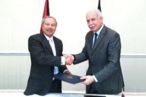 23/09/2013 12:06 PM. Los Cancilleres, Enrique Castillo (Costa Rica) y Riyad Al-Maliki (Palestina), suscribieron, en Nueva York, en el marco del 68 período de sesiones de la Asamblea General de las Naciones Unidas, un Acuerdo Marco de Cooperación.