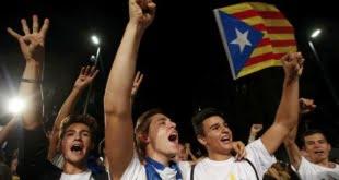 La declaración de independencia fue promovida por el CUP y Junst pel Sí.