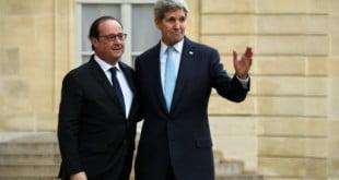 Le président Hollande et le secrétaire d'Etat américain John Kerry sur le perron de l'Elysée, le 17 novembre 2015