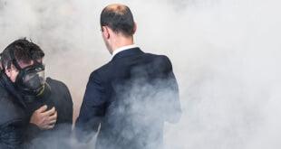 Gas lacrimógeno en el Parlamento de Kosovo diciembre 2015. Aemed Nimani/AFP/Getty Images