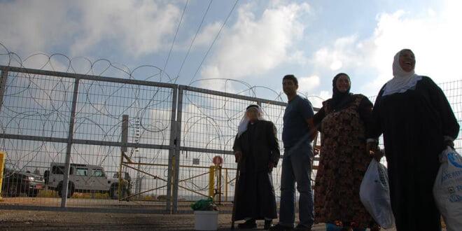 Valla y puestos de control en Cisjordania. Foto: UNRWA/Isabel de la Cruz