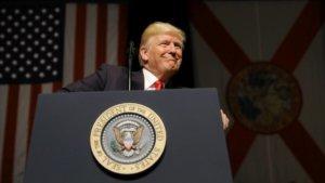 Donald Trump en Florida donde pronunció una conferencia sobre las relaciones entre Estados Unidos y Cuba. CARLOS BARRIA REUTERS