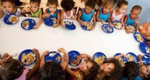 Los países de América Latina han implementado programas de almuerzos escolares para luchar contra el hambre. Foto: FAO/Ubirajara Machado