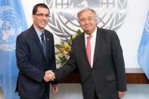 El ministro de Asuntos Exteriores de Venezuela, Jorge Arreaza, y el Secretario General de la ONU, António Guterres. Foto: ONU/Evan Schneider