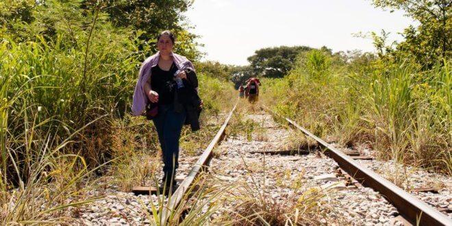Una mujer salvadoreña que huyó de laviolencia en su país transita por México en su ruta hacia Estados Unidos. ACNUR/ Markel Redondo