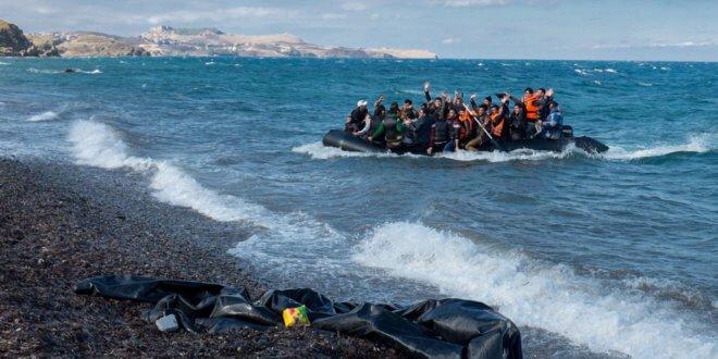 Llegada de una balsa con decenas de refugiados a las costas de Lesbos, en Grecia. Foto: UNICEF / Ashley Gilbertson