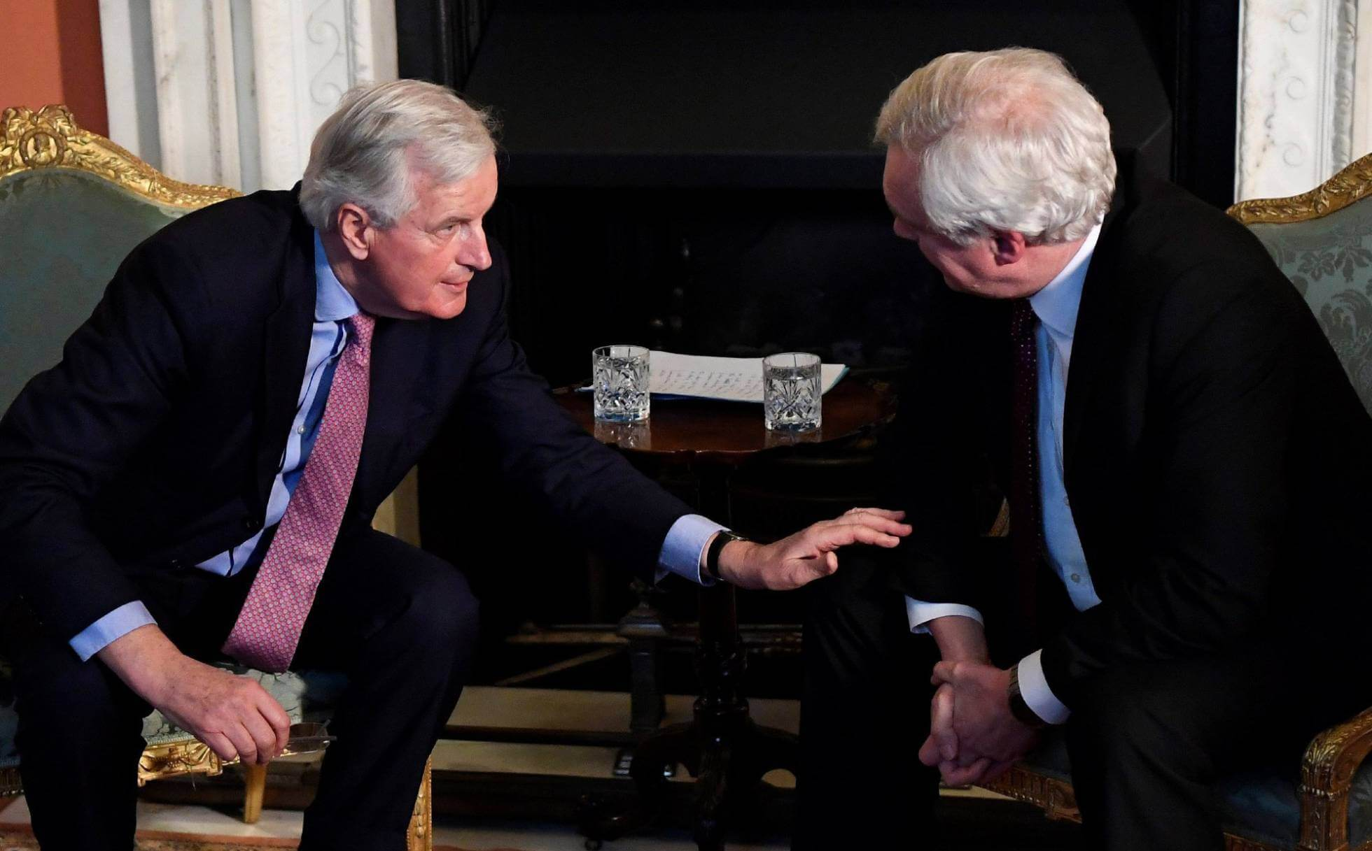 Michel Barnier (izquierda) y David Davis, en Downing Street. NEIL HALL EFE