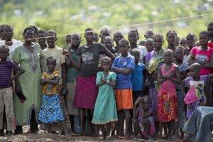 Sursudaneses en el distrito de Impevi, en Uganda. Foto: ONU / Mark Garten