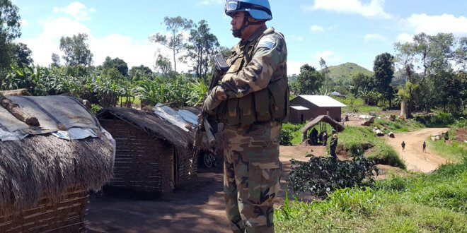 MONUSCO/Force - Un miembro de las fuerzas de paz uruguayas supervisa la situación en Bogoro, en la provincia de Ituri.