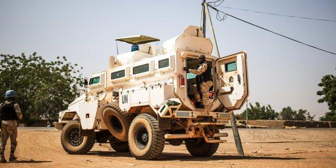 ONU/Harandane Dicko Cascos azules patrullan el poblado de Bara al noreste de Mali. Se trata de una de las misiones más peligrosas de la ONU.