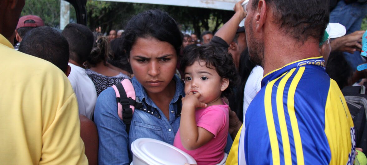 UNHCR/Reynesson Damasceno Los refugiados venezolanos se refugian en la plaza Simón Bolívar, en Boa Vista, en el estado brasileño de Roraima.