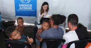ACNUR/Reynesson Damasceno Personal de ACNUR verifica y asiste a los refugiados, solicitantes de asilo y personas de interés provenientes de Venezuela en el refugio Rondón I recientemente inaugurado en Boa Vista, Roraima, en el norte de Brasil.
