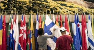 ONU / Ariana Lindquist Trabajadores de la ONU planchan las banderas de los países para dejarlas listas para la Asamblea General en Nueva York (Archivo 2017)