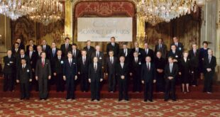 The Paris Summit of Heads of State in 1990 marked the start of the institutionalization of the CSCE and its transformation into the OSCE. (George Bush Presidential Library)
